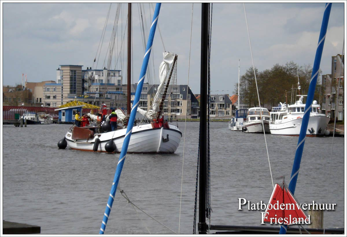 Lemsteraak VROUWE FRANCISKA in haven Sneek
